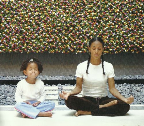 Jada and Willow Smith being still