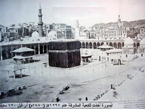 Early picture of the Ka'bah and the Mataf