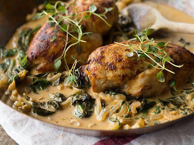 Paprikahähnchen mit Spinat und Weißweinsauce