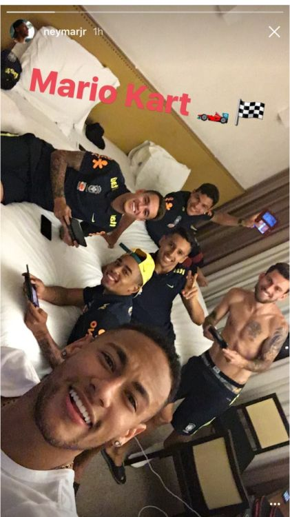 is this what the brazil team does when they have free time?? ❤️❤️