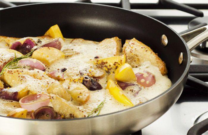 Tillaga en god, mustig gryta med härlig smak av äpple senap, rosmarin och mörfläskfilé.