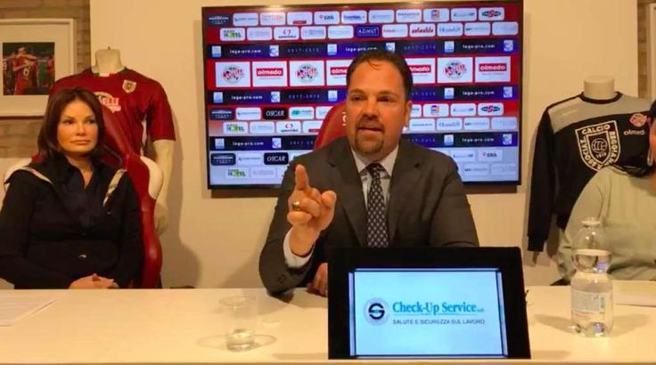 Watch: Mike Piazza Goes Wild During Italian Soccer Team Press Conference - March 8, 2018.