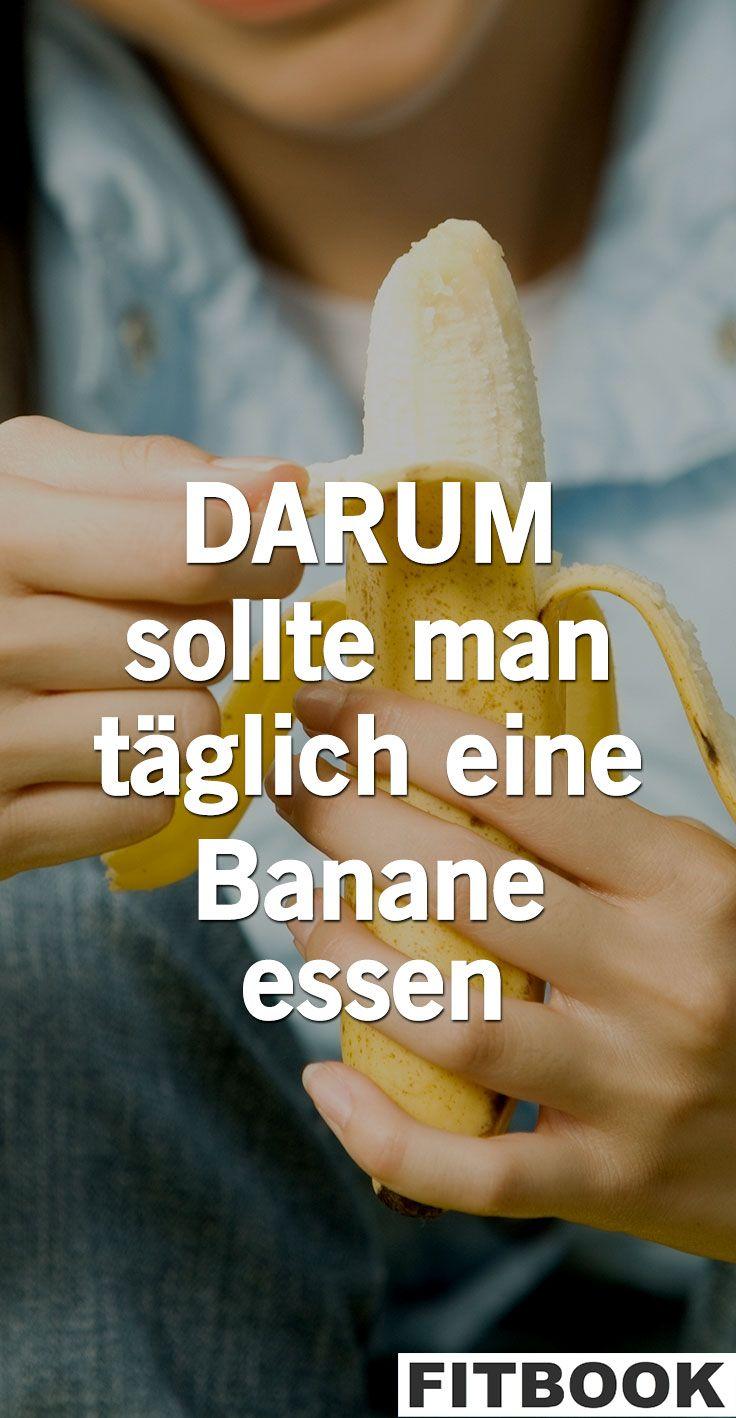 Dass Bananen lecker und gesund sind, ist nichts Neues. FITBOOK erklärt, was genau sie für den Körper tun und welche Vorteile es effektiv bringt, das Powerobst täglich auf den Speiseplan zu setzen.