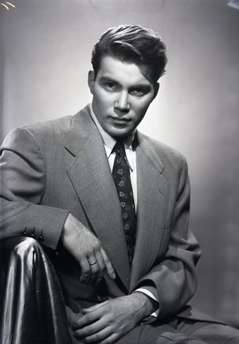 Wow, a young William Shatner, 1952. Newton Photographic Associate.: