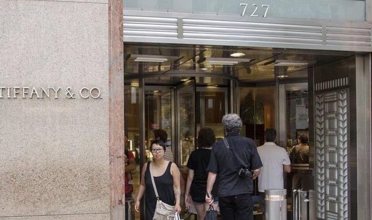 Ο Τραμπ ρίχνει τις πωλήσεις των Tiffany στο Μανχάταν