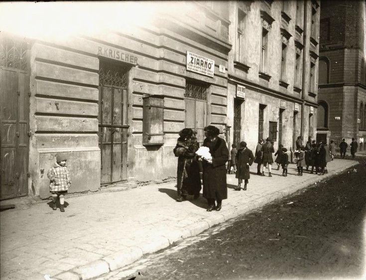 The northern side of Nowy Square, 1930, photo: MHK Archives Zdjęcie 6 z 31