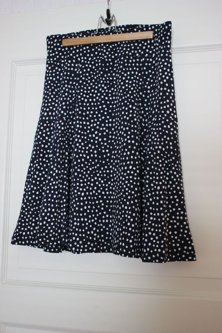 Skirt blue with white dots, flowy