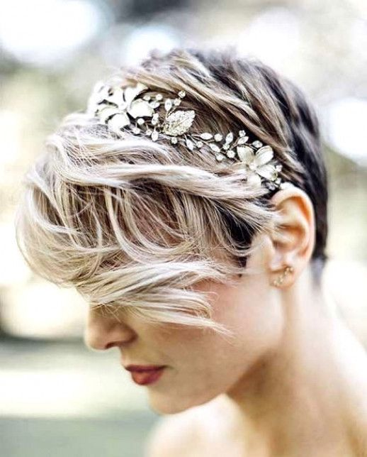 20 Stunning Wedding Hairstyles for Short Hair, The only thing more important than the dress on a girl's big day is her hair an… | Papo and Sana wedding de 2019 | Pinterest | Ideias de penteado, Penteado noiva e Cabelo