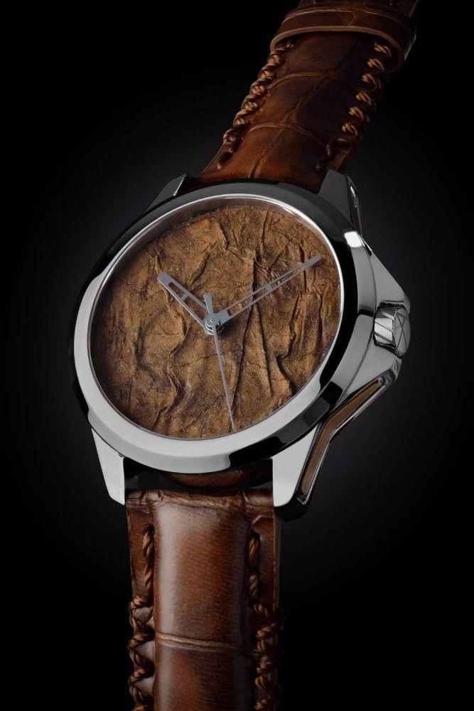 Passage à tabac pour l'horlogerie suisse ! Il fallait y penser... Les manufactures suisses Hublot et ArtyA lancent des montres équipées d'un cadran réalisé à partir de feuilles de tabac.