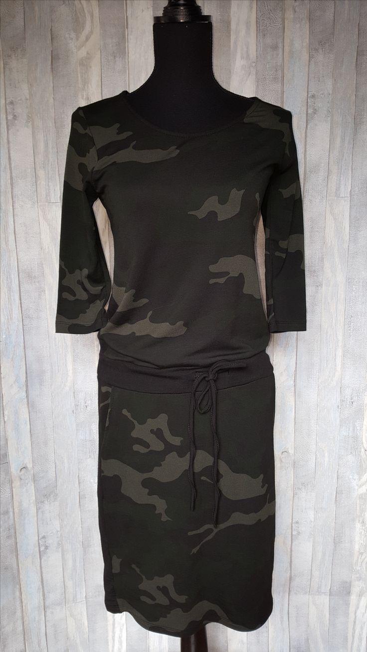Army jurk voor zowel chique als casual, met 3-kwart mouw. Stijlvol op een legging maar kan ook op een strakke broek en jeans. Ook onder een jasje of vest draagt de jurk comfortabel. Combineer de jurk met sneakers, pumps of enkellaarsjes voor een coole, vrouwelijke of klassieke look. Deze toffe jurk scoor je voor €24,50!