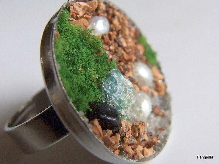 Bague nature vert beige un peu d'herbe, de pierres sur anneau réglable argenté