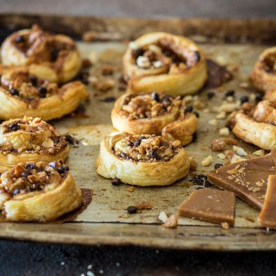 Blätterteigschnecken mit Toffee, Pekannüssen und Schokolade_featured