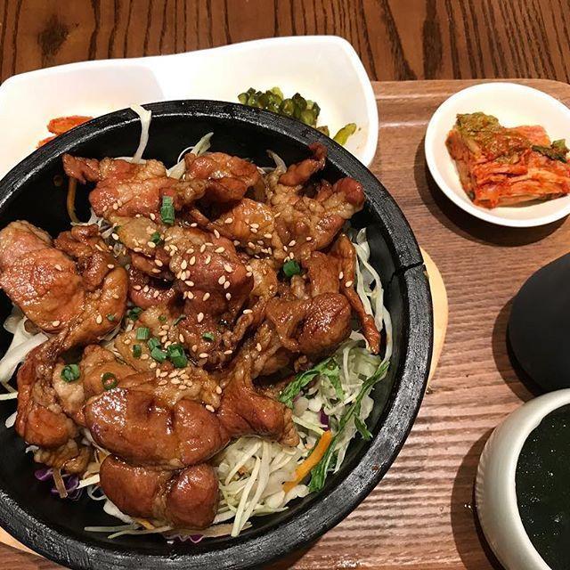 . 2017.08.12.SAT. ここは韓国料理店なんですが、すごくおいしかったです😋 #妻家房#石焼豚カルビ丼#立川#立川ルミネ#豚カルビ#カルビ#豚#肉#写真好きな人と繋がりたい#写真撮ってる人と繋がりたい#ファインダー越しの私の世界#コンデジ#コンデジで頑張る#パナソニック#Panasonic