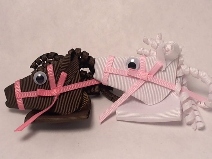 Horse Animal Hair Bow. My daughter will flip if I made her these!