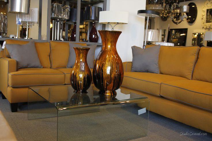 Juego color mostaza con cojines decorativos color gris de for Sala gris con turquesa