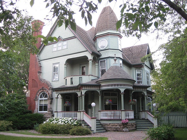 brown roof, light green gray siding