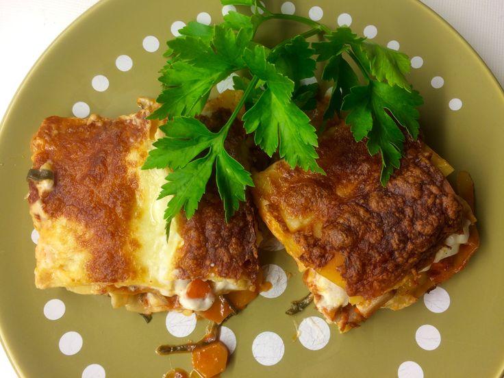 Die Kürbis-Mangold-Lasagne ist ein besonders feines vegetarisches Gericht! Vollmundiger Geschmack, herrliche Pasta mit cremigem Sugo....