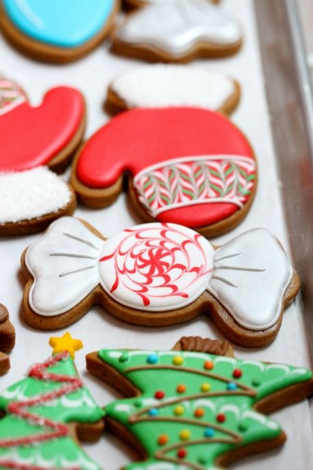 Christmas Cookies* 1500 free paper dolls Christmas gifts at Arielle Gabriels The international Paper Doll Society also free China paper dolls The International Paper Doll Society *