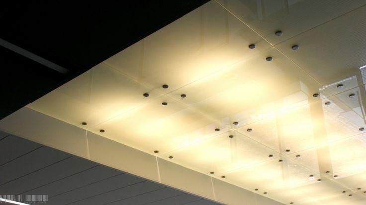 An example of a modern office - a suspended glass ceiling in the IBM office in Wroclaw was installed with the help of Piemonte fittings | Przykład nowoczesnego biura - podwieszany szklany sufit we wrocławskim biurze IBM zainstalowano z pomocą okuć Piemonte / Glass fittings: CDA Poland | Okucia do szkła: CDA Polska