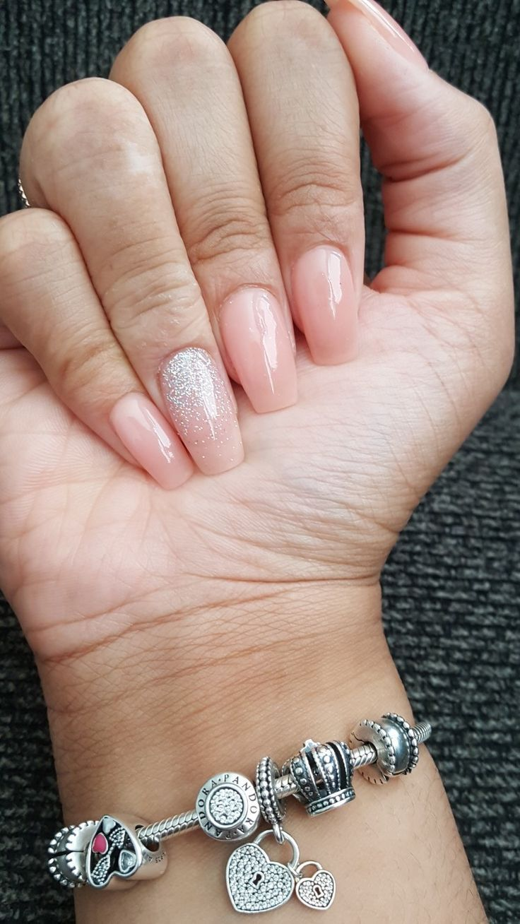 Nude Glitter Ombré Nägel, Sargform, Herbst und Sommer Nageldesign, eingetauchte Nägel – ногти дизайн