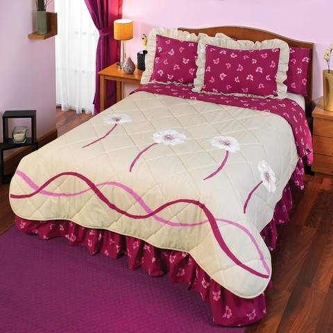 La colcha Florida de color beige con estampado vivos tiene un acabado extra suave. Florida es una colcha de lujo de Intima Hogar, por su impactante diseño hace que la habitación se vea hermosa y colorida.