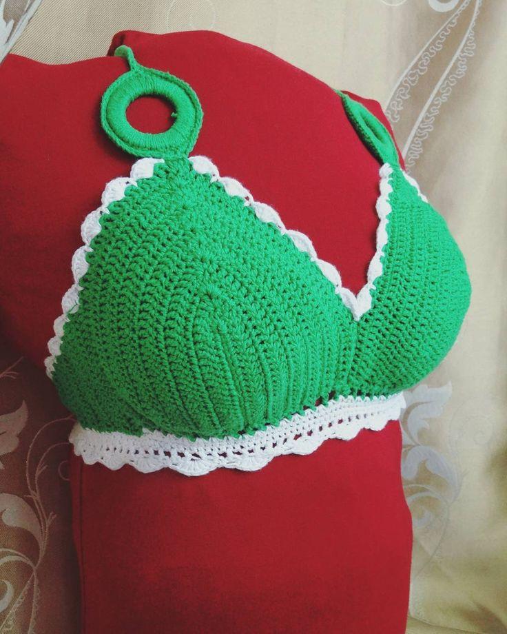 _kotyamba_:: Опять мои эксперименты с подушкой! Ну надо же как то продемонстрировать мой #crochettop от купальника. Я прям скульптор от Бога! Идеальную фигуру из любой какашки слеплю ... Надо бы теперь научиться делать попу из подушки чтобы и низ купального костюма показывать...  #kotyamba_knitting #crochet #crochetbikini #crochetswim #лиф#купальник#вяжукрючком #лето#поранапляж #загоральныйсезоноткрыт