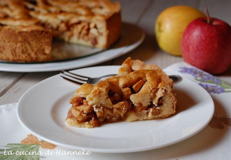 Oggi è il mio compleanno e allora ho preparato la mia torta preferita: la torta di mele olandese! E' molto ricca di mele, uvetta e cannella.