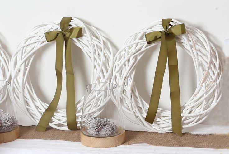 Deck the walls with some modern wreaths