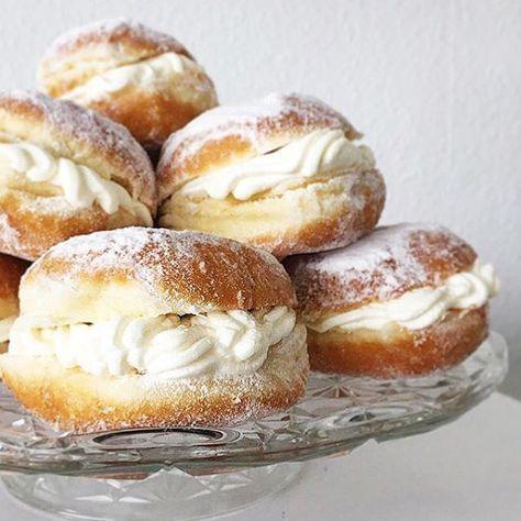 . 6 Berliner 300g Doppelrahmfrischkäse 2 Vanillezucker 1 geh. Esslöffel Puderzucker gern auch echte Vanille . Alle Zutaten miteinander verrühren Die Berliner wie ein Brötchen aufschneiden und mit einem Löffel oder einem Spritzbeutel auf das Unterteil geben. Deckel locker wieder aufsetzen. . #freshcheese #freshcheesecake #freshcheesecurds #yummy #instafood #foodporn #delicious #love #cheesecake #foodie #cheese #foodphotography #homemade #yum #dessert #foodgasm #foodpics #...