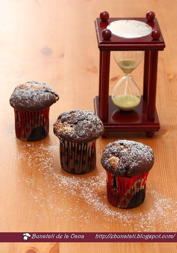 Mai e nevoie sa spun cat de mult ne place ciocolata? Daca ar fi posibil am manca la micul dejun, pranz si cina. Felul unu, doi si desert! Po...