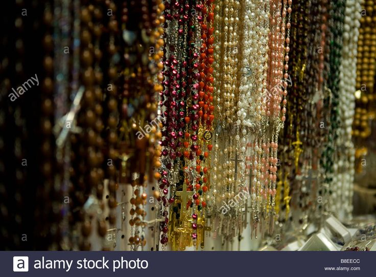 Download this stock image: Rosaries for sale in a church cathedral in Rome Italy - B8EECC from Alamy's library of millions of high resolution stock photos, illustrations and vectors.