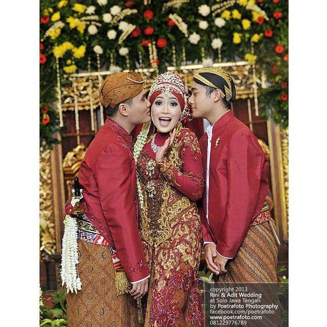 #Foto #Pengantin #Pernikahan Rini+Adit #Wedding #Jawa #Muslim di #Solo #JawaTengah #Indonesia by Poetrafoto Fotografer Pernikahan Yogyakarta, http://wedding.poetrafoto.com/foto-pengantin-pernikahan-wedding-photographer-solo_436