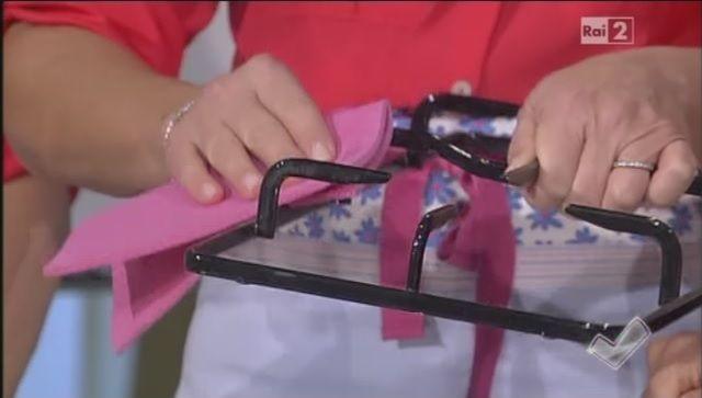 Come pulire il piano cottura e le griglie | A Detto fatto, Titty e Flavia spiegano come pulire il piano cottura e le griglie con prodotti naturali