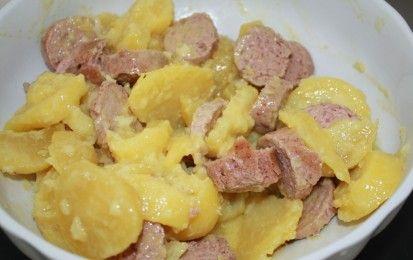 Insalata tedesca con patate e wurstel - Se amate le patate e i wurstel provate questa saporita e robusta insalata tedesca, molto facile da fare