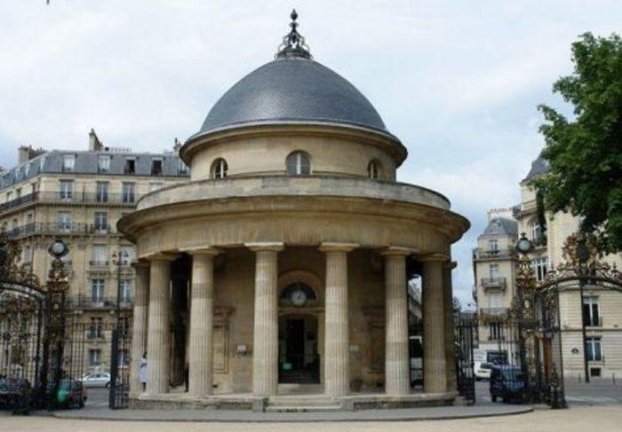 Neoclassical style : The Barrière de Chartres Rotunda, by Claude-Nicolas Ledoux, for the Wall of the Ferme générale, 1786-1792, parc Monceau, Paris. #paris #architecture #neoclassicism #18thcentury