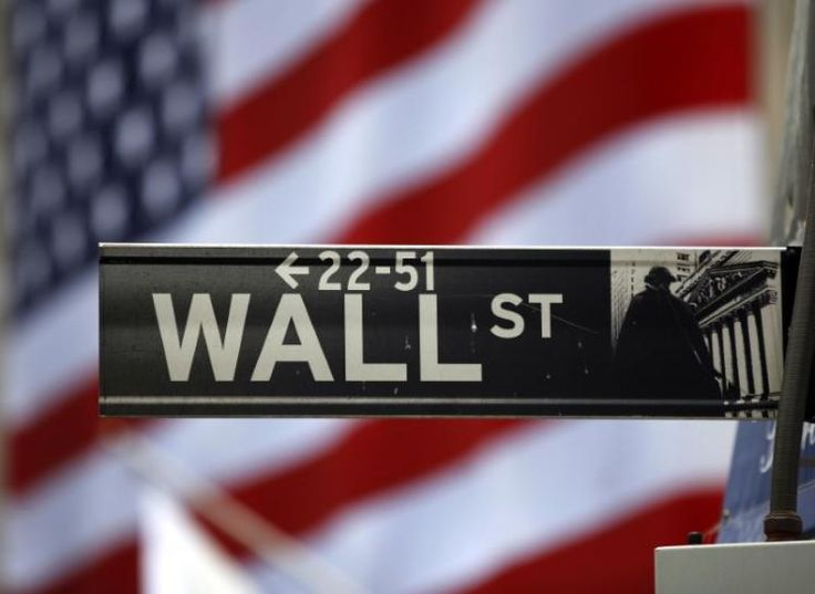 Apple juices Wall St. as indexes climb for another week