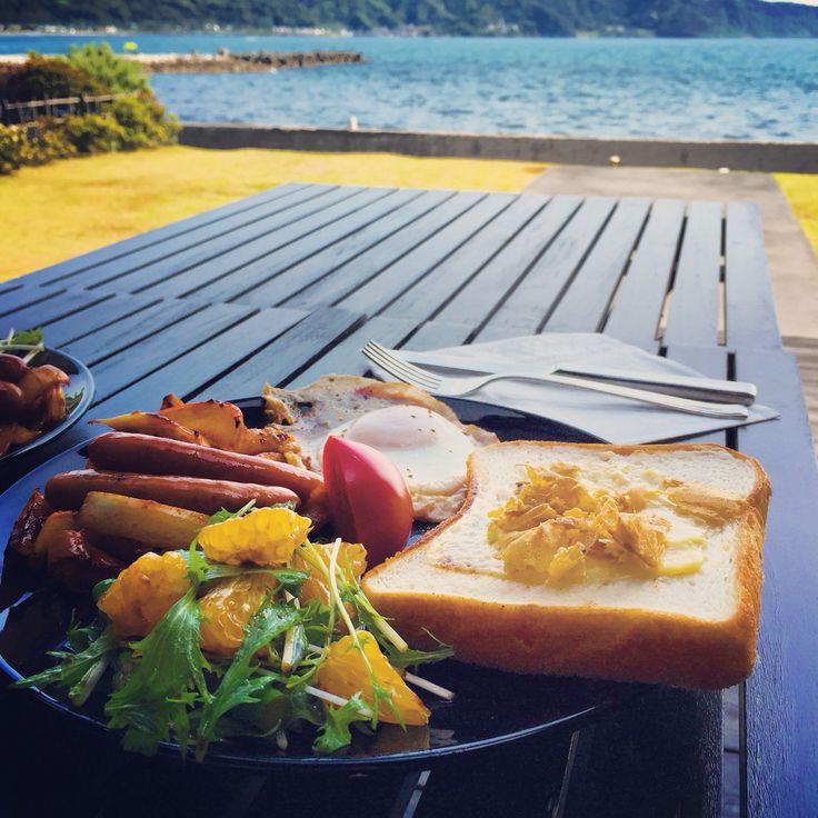 seaside lunch
