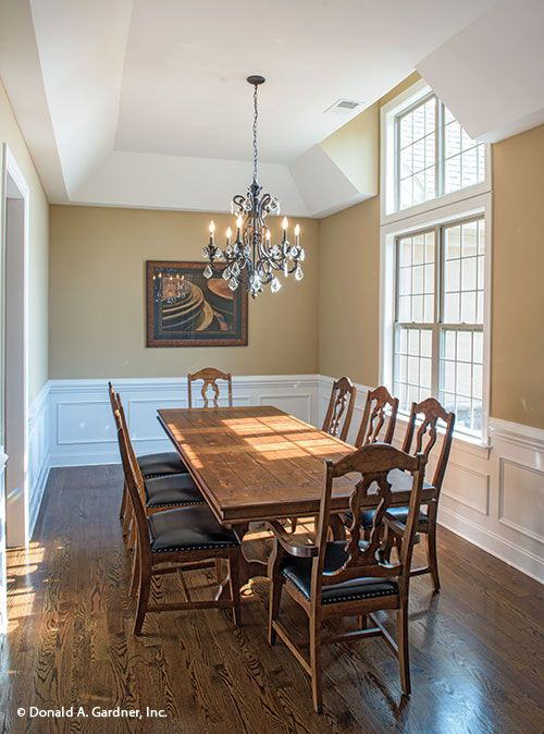 Important features amenities for your small dream home for Small formal dining room