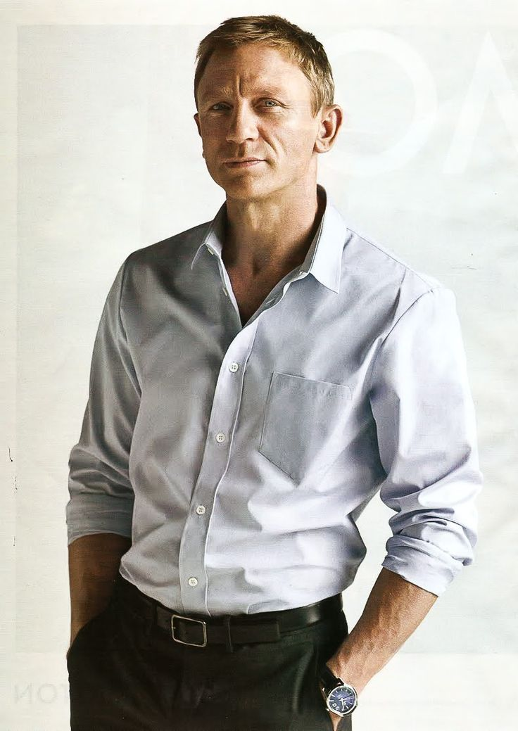 We'll even excuse Mr. Daniel Craig rolling his sleeves up. A perfect example of how classic and timeless a great white shirt can be.