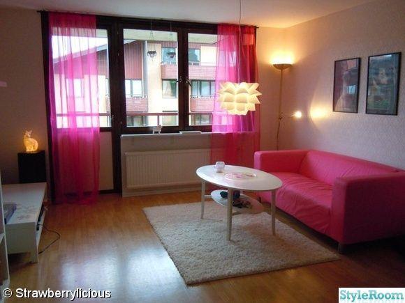 rosa,kitsch,vardagsrum,soffbord,rosa soffa,tavlor,michael sowa