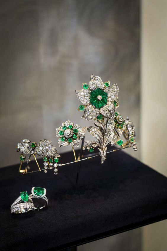 A tiara made from the Leuchtenberg emerald brooch