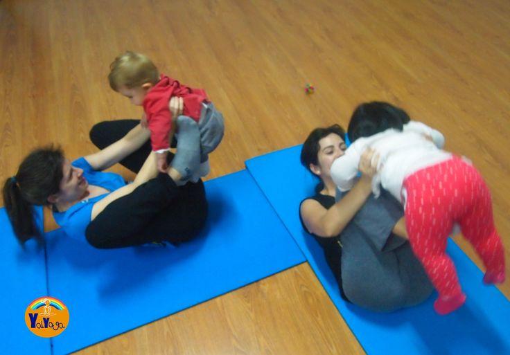 Yoga mamá y bebé. ¡Qué divertido! #babyyoga #mum&babypostnatalyoga