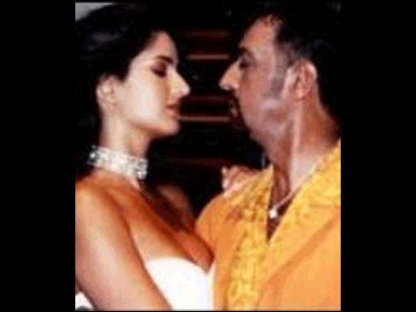 ஓரங்கட்டி அப்பா வயது நடிகருக்கு லிப் டூ லிப் கொடுத்த நடிகை: கையும், களவுமாக பிடித்த சூப்பர்ஸ்டார் | When Amitabh Bachchan CAUGHT Katrina Kaif & Gulshan Grover KISSING In A Closed Room!     மும்பை: கதவை சாத்திக் கொண்டு கத்ரீனா கைஃப் அப்பா வய�... Check more at http://tamil.swengen.com/%e0%ae%93%e0%ae%b0%e0%ae%99%e0%af%8d%e0%ae%95%e0%ae%9f%e0%af%8d%e0%ae%9f%e0%ae%bf-%e0%ae%85%e0%ae%aa%e0%af%8d%e0%ae%aa%e0%ae%be-%e0%ae%b5%e0%ae%af%e0%ae%a4%e0%af%81-%e0%ae%a8%e0%ae%9f%e0%ae%bf/