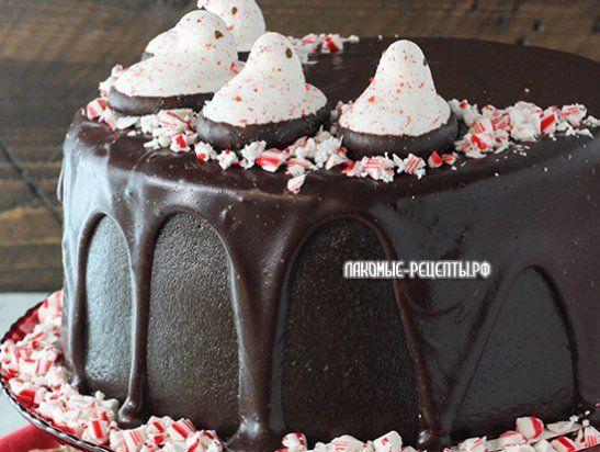Мятный шоколадный торт с леденцами и маршмеллоу