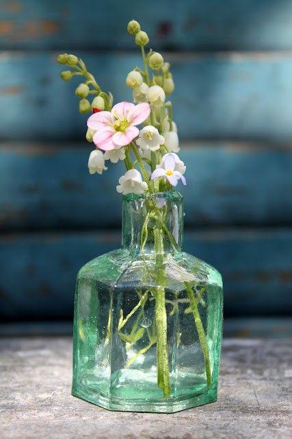 663 best glass images on pinterest for Flowers in glass bottles