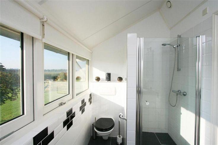 Kleine badkamer in dakkapel