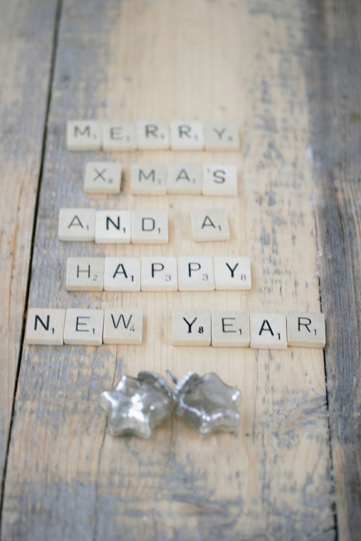 Scrabble Xmas message photo printed and kid holding it -> Xams card idea
