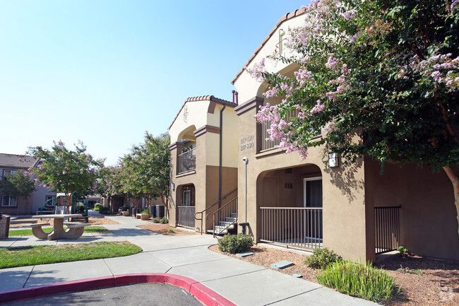 Perfect 2 Bedroom Apartments In South Sacramento And Pics Sacramento Apartments Apartment 2 Bedroom Apartment