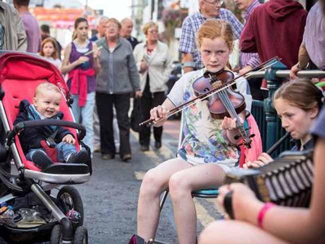 TAN: this happens in augugt 2015.   Fleadh  350,000 attend Irish music festival the Fleadh Cheoil in Sligo...