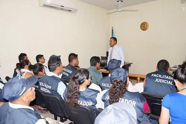 Jueces de Paz capacitan a facilitadores judiciales para fortalecer el Servicio Nacional del Organismo Judicial y Corte Suprema de Justicia de Guatemala